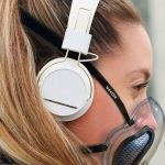 Уникальная прозрачная маска для лица с вентилятором, который нагнетает чистый, фильтрованный воздух и удаляет CO2 (фото + видео)